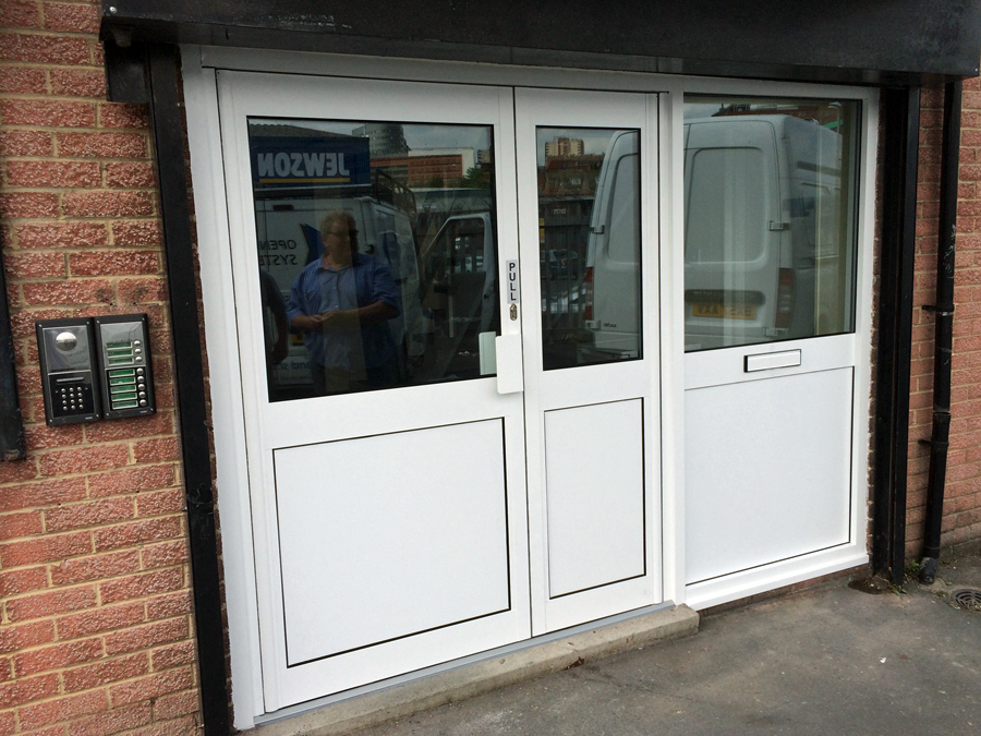 aluminium doors with side panel